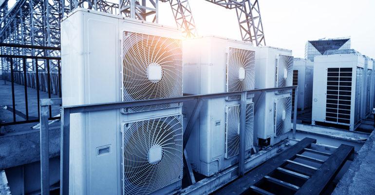 Impacto de la contención de pasillos calientes y fríos en la temperatura y la eficiencia.