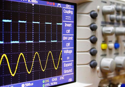 Analizadores y medidores de energía.