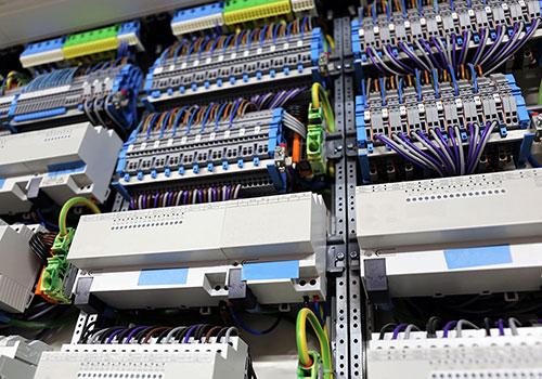 Controladores DDC de multi-protocolos y señales: Bacnet MSTP/IP , Modbus RTU/IP, KNX, SNMP, Módulos I/0